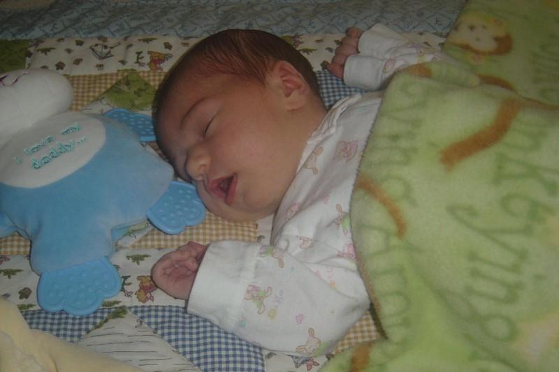 Ella_sleeping_9_days_old